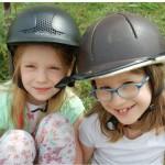 Obejrzyj relacje z obozu 2 girls